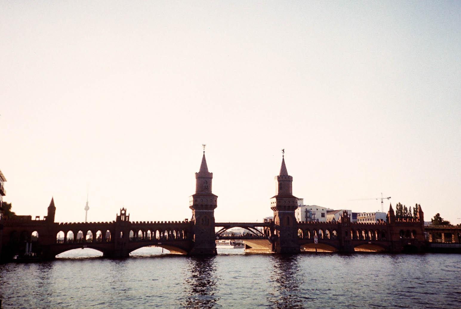 http://lafilladelfotografu.irenavisa.com/files/gimgs/48_oberbaum-brucke.jpg