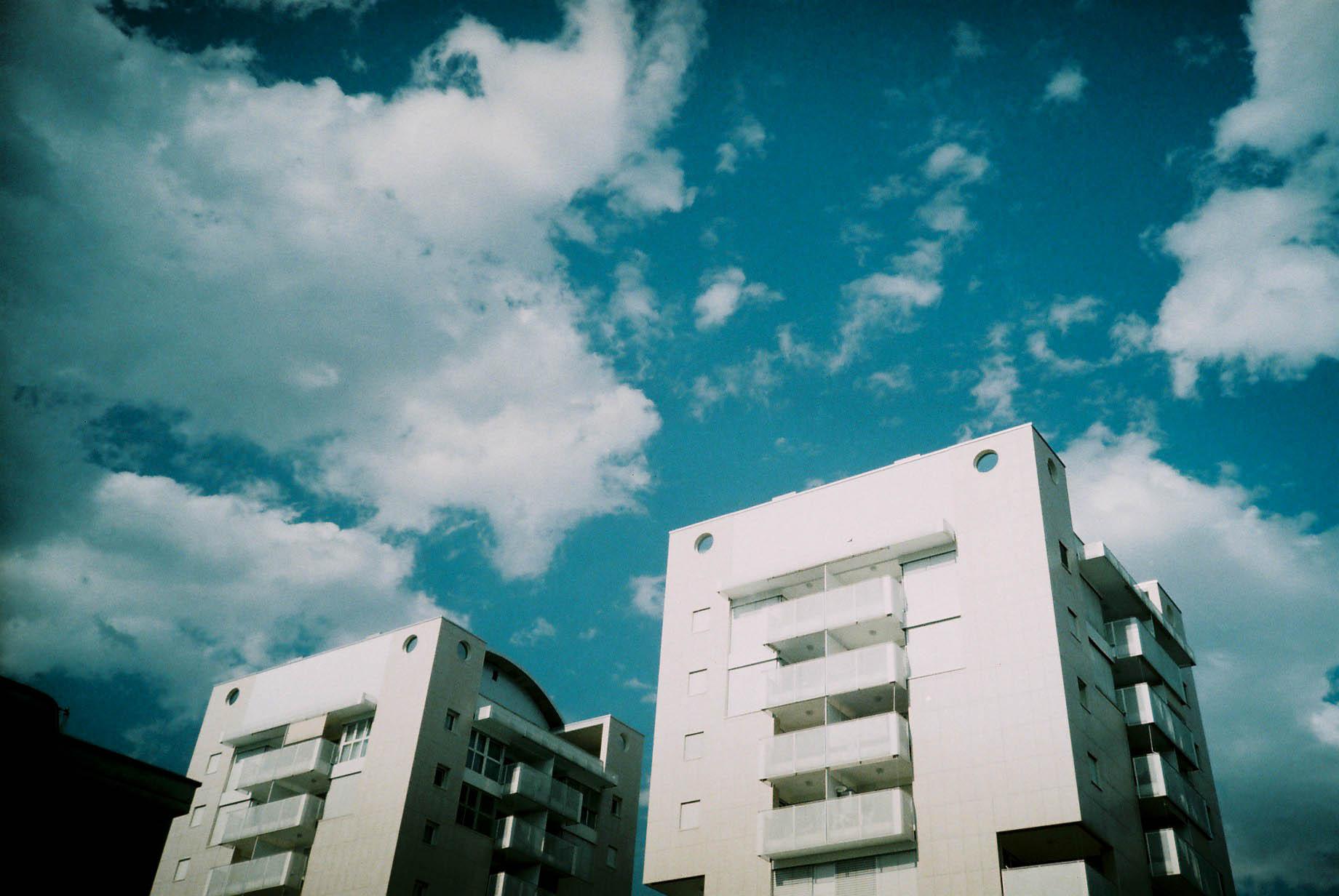 http://lafilladelfotografu.irenavisa.com/files/gimgs/59_edificis-cel.jpg